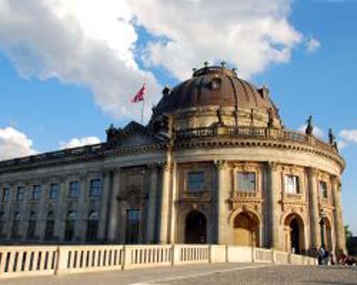 1012805_classicistical_building_of_museum_in_berlin